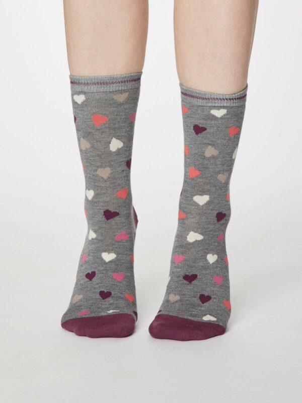 Thought dárkové balení hrníčku a dámských ponožek hearts