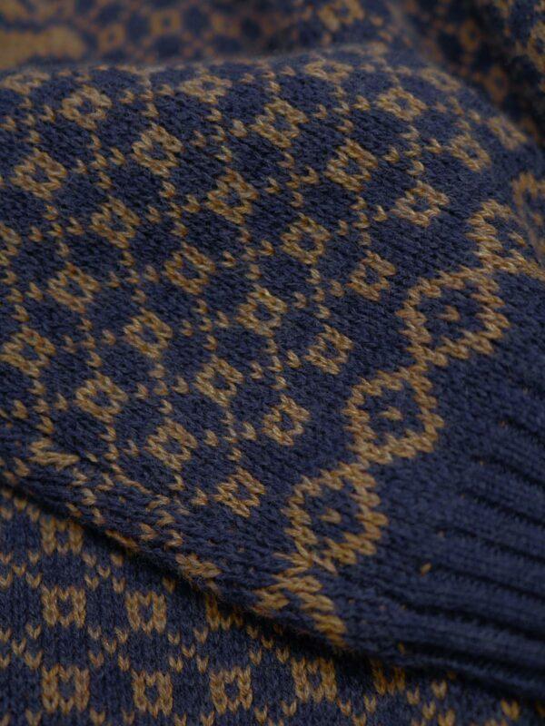 Thought pletená tunika s vlnou leta